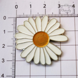 BUTTON CHAMOMILE WHITE WITH YELLOW CENTER BUTON M
